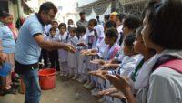 ডরপ ও স্যাভলনের উদ্যোগে হাত ধোয়ার ৬টি কৌশল শিখলো স্কুল শিক্ষার্থীরা