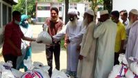 সুনামগঞ্জে ইমাম মোয়াজ্জিন ও শ্রমিককে চপলের খাদ্য দান
