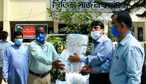 সুনামগঞ্জে পিপিই ও 'করোনা' পরীক্ষার কিট দিলেন পরিকল্পনা মন্ত্রী