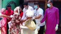 সুনামগঞ্জ শহরে ৪ শতাধিক পরিবারে মেয়রের খাদ্য বিতরণ