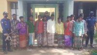 যাদুকাটা নদীর তীর কেটে বালু উত্তোলন : আটক ১১ জন