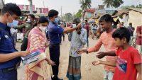 মাধবপুরে ভ্রাম্যমাণ আদালতের জরিমানা আদায় : ফ্রি মাস্ক বিতরণ
